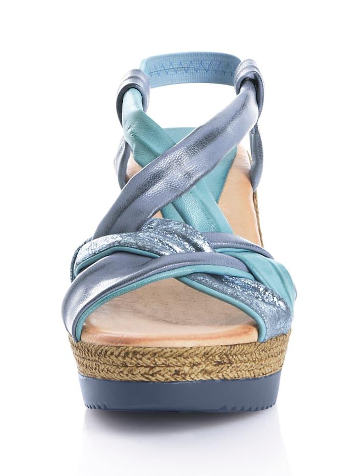 Sandalette mit effektvoll gekreuzten Bändchen