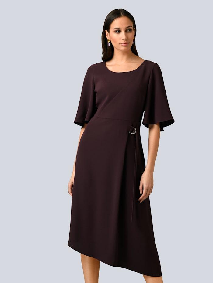 Alba Moda Kjole med asymmetrisk fald, Vinrød