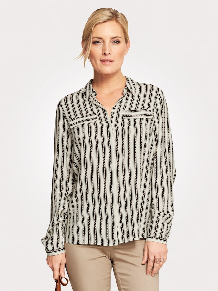 Blouse with a flattering striped pattern