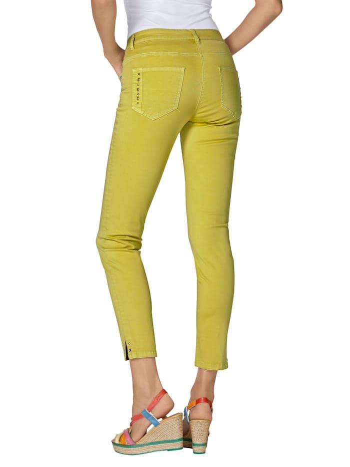 Jeans met studs en oogjes
