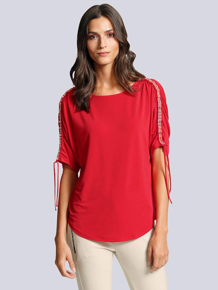 Shirt mit Kontrastverarbeitung auf der Schulter