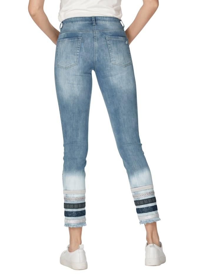 Jeans med randiga benslut
