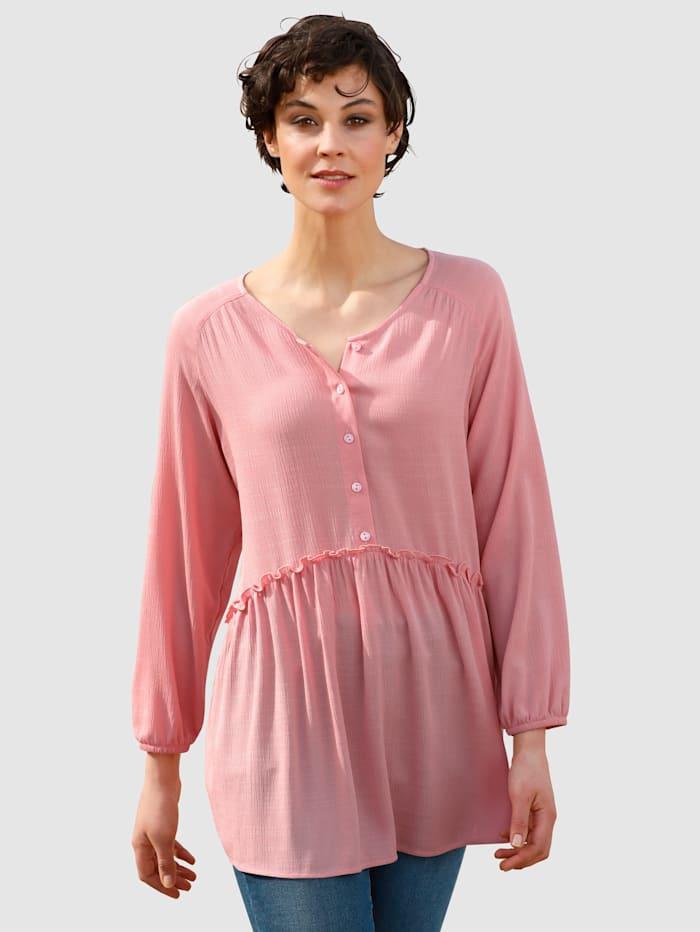 Dress In Blouse in lang model, Roze
