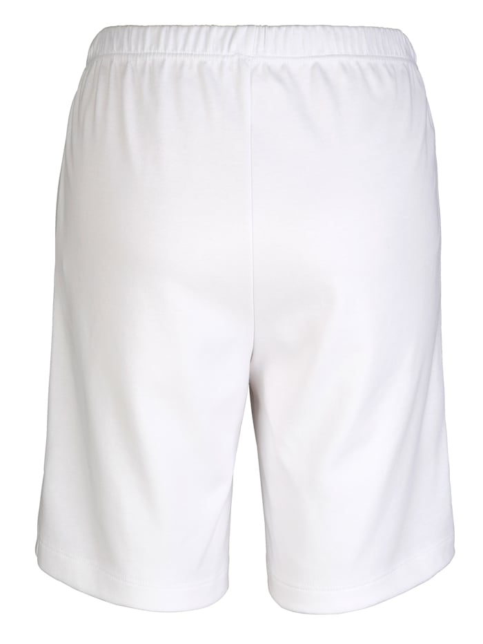 Shorts in a knee length design