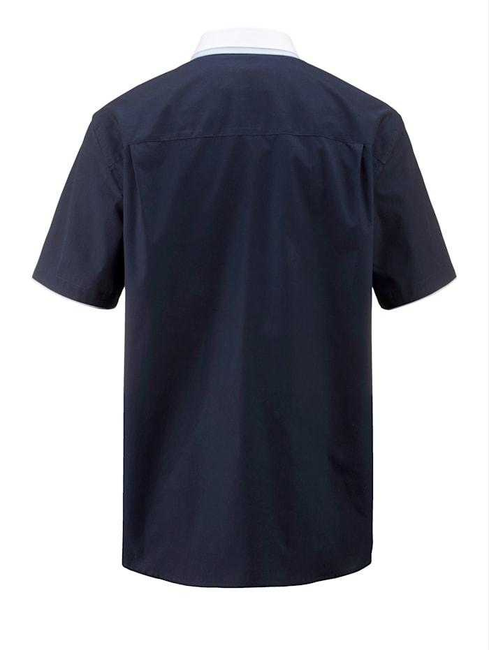 Chemise à pointes libres boutonnées