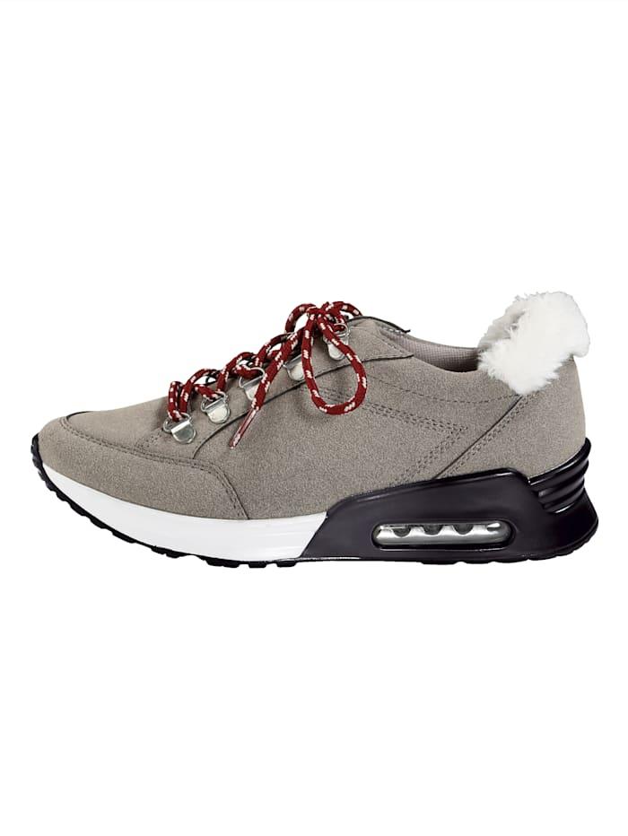 Sneaker in bergschoenlook