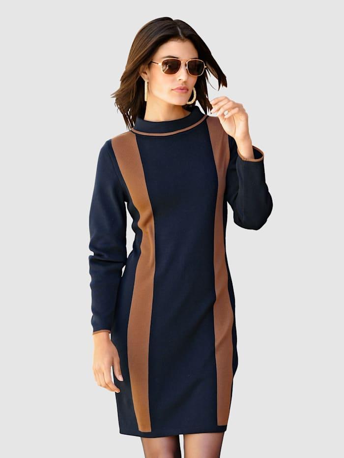 Alba Moda Strickkleid in harmonischer Zweifarbigkeit, Marineblau/Cognac