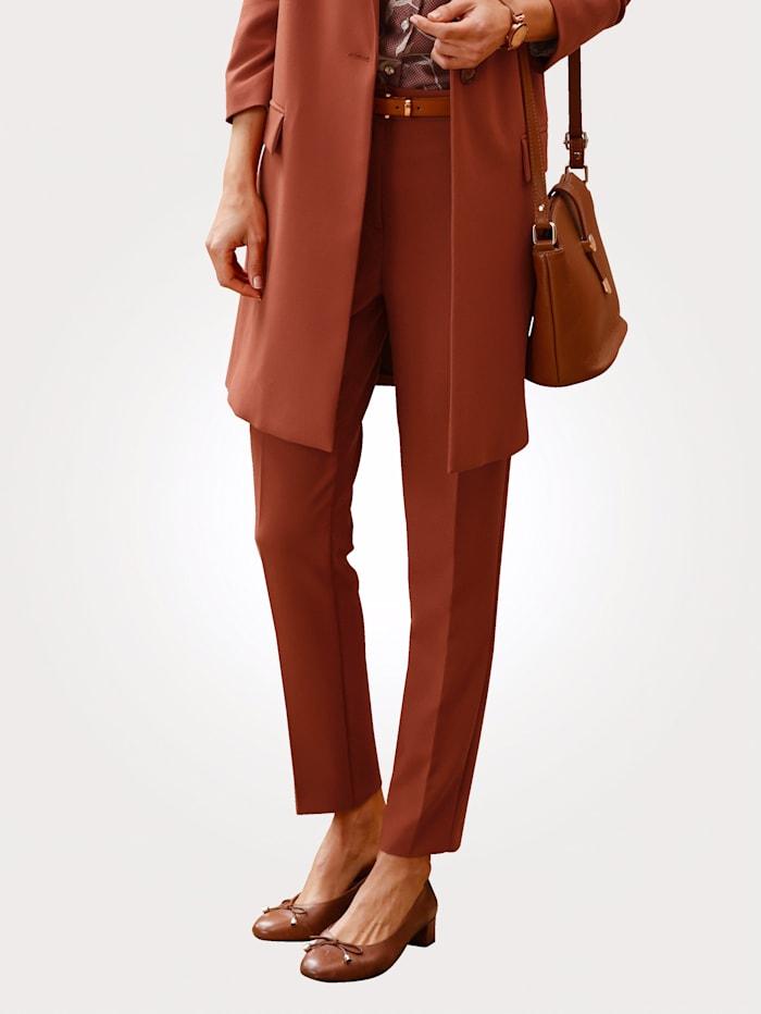 MONA Pantalon avec plis permanents, Brique