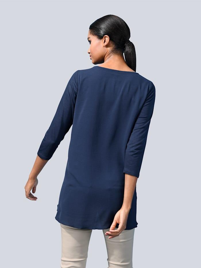 Shirt in modischer Vokuhila-Form