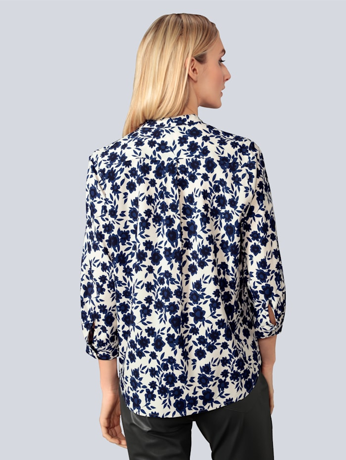 Bluse mit Rüschen verziert