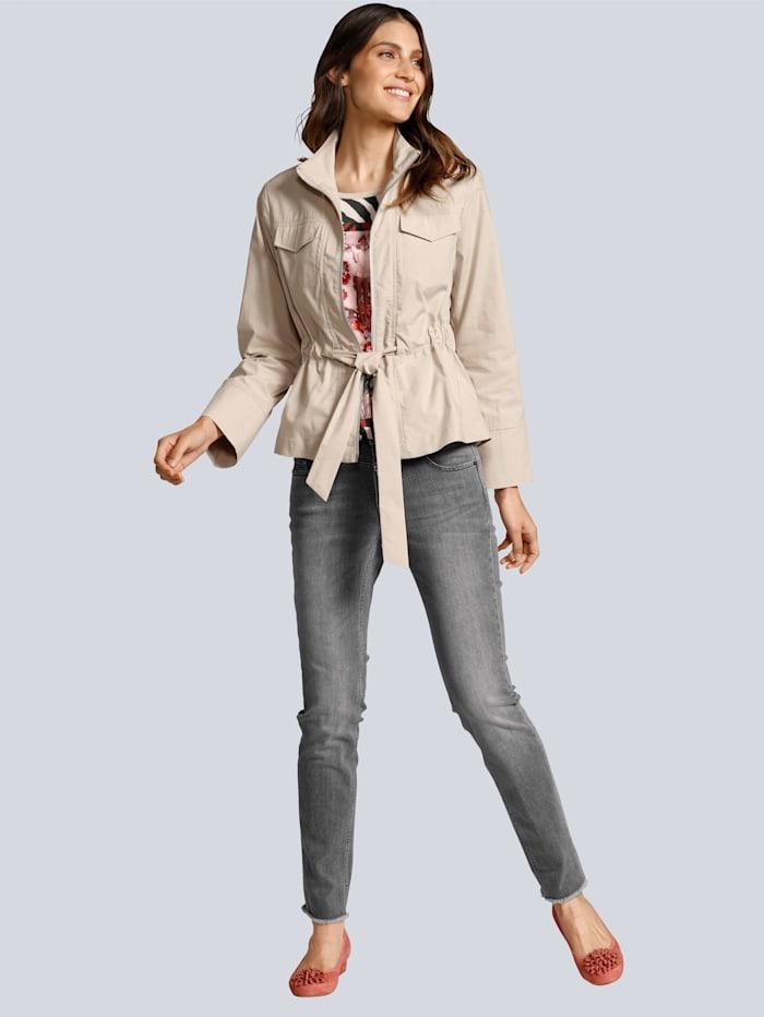 Jeans mit modischen Details