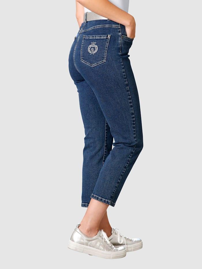 7/8-jeans med broderi på bakfickan