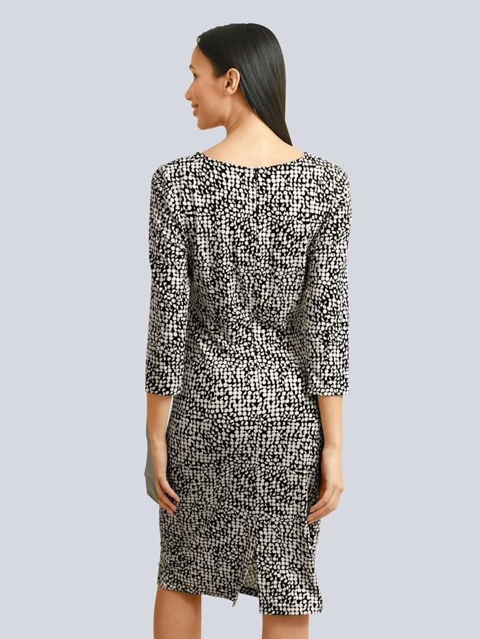 Kleid im grafischen Dessin