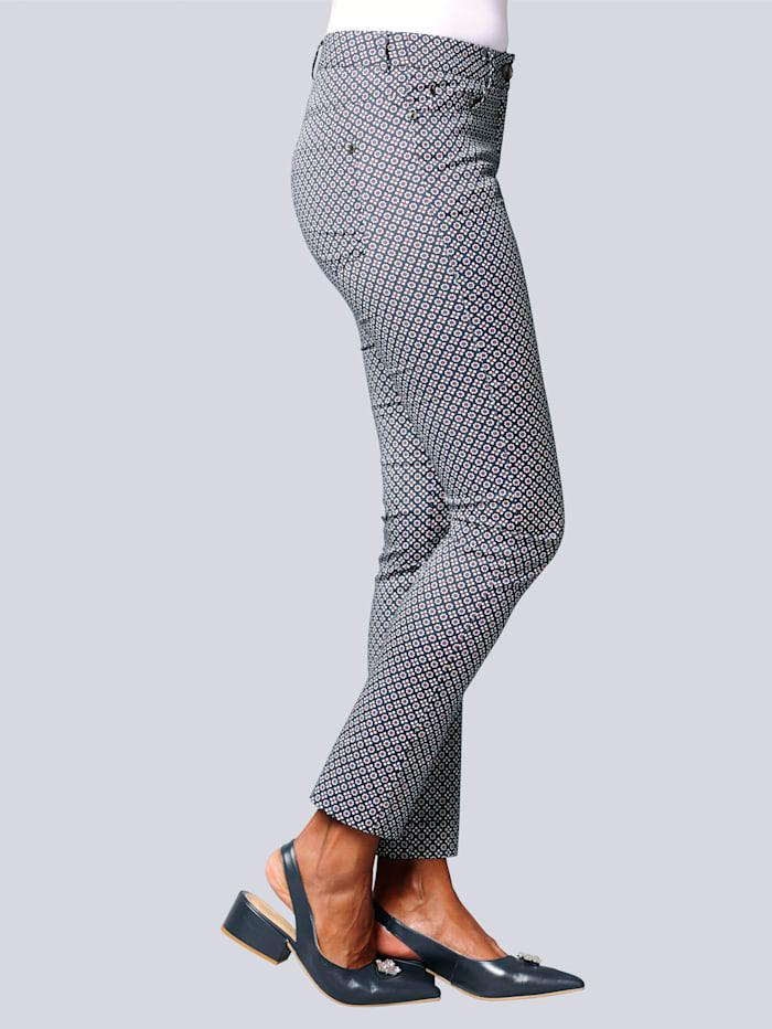Hose im modischen Minimaldessin
