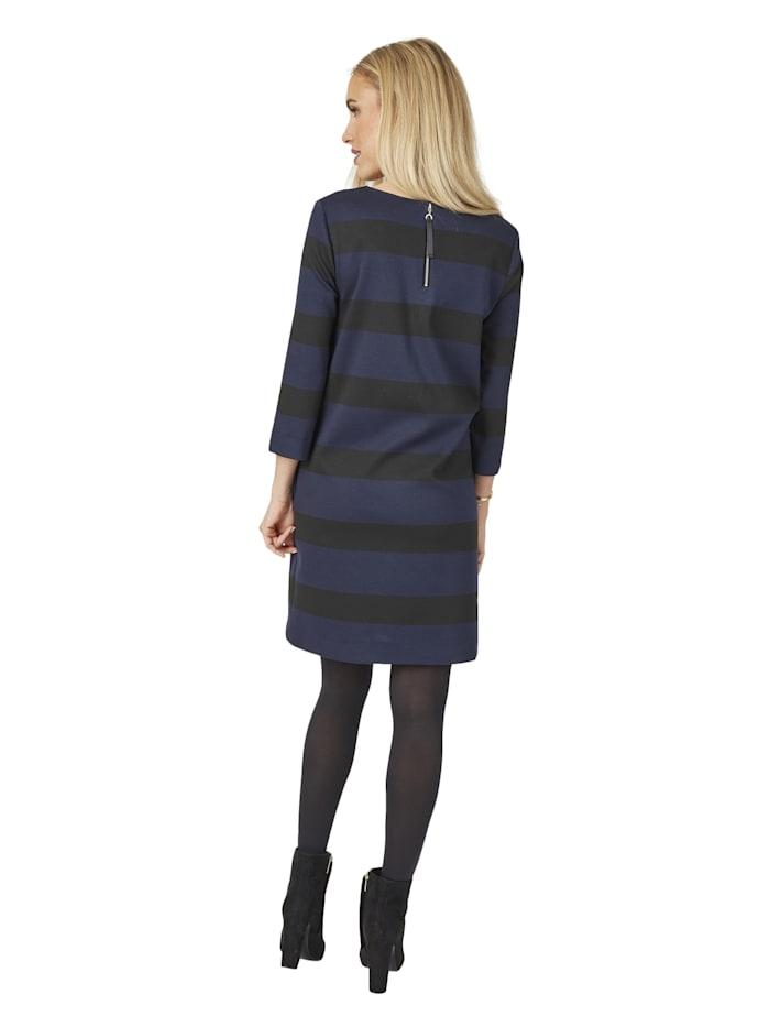 Modernes Kleid mit Streifenmuster