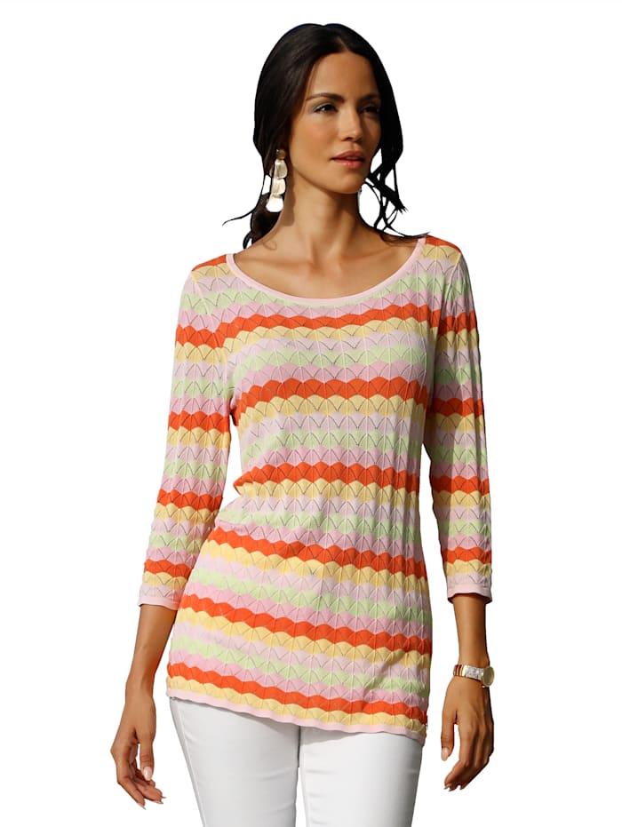 Pullover im Ajourstrick und im Streifendessin