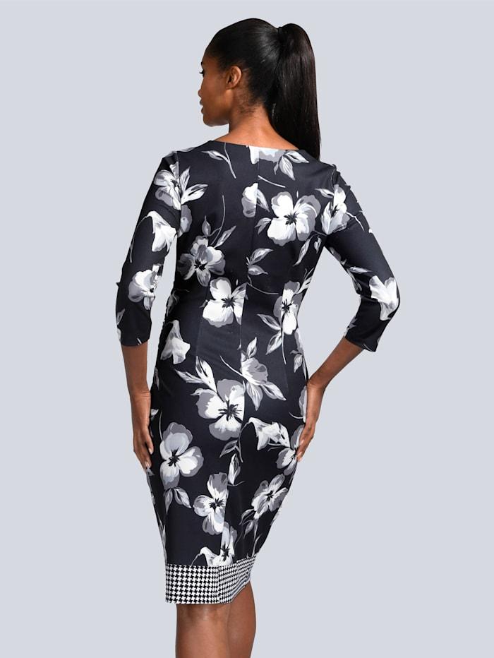 Kleid im floralen Dessin