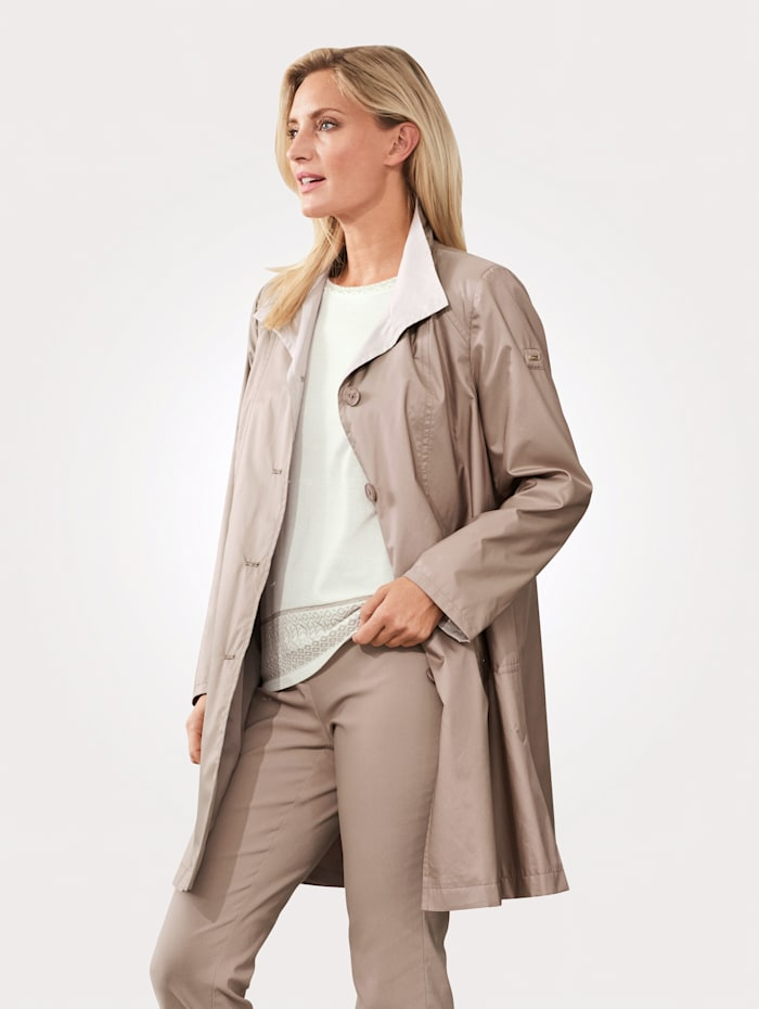 Short coat made from soft microfibres