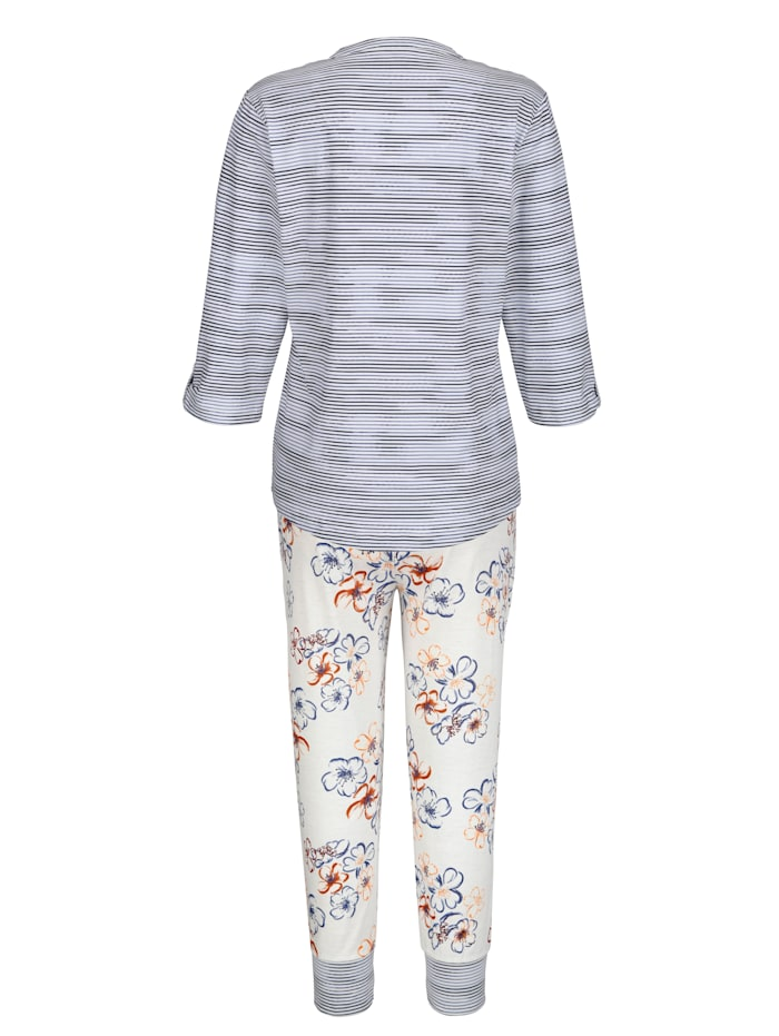 Schlafanzug mit hochknöpfbaren Ärmeln
