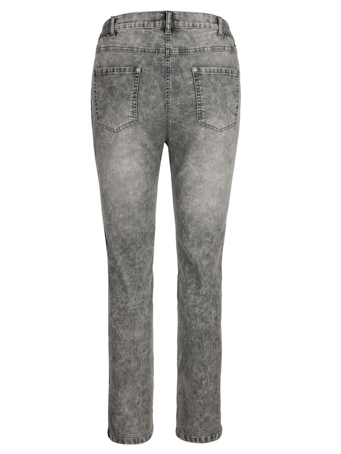 Jeans mit kontrastfarbener Paspel seitlich am Bein