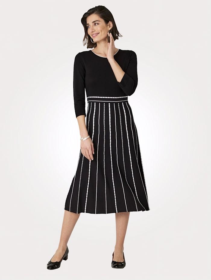 MONA Strickkleid mit kontrastfarbenen Stricklinien, Schwarz/Weiß