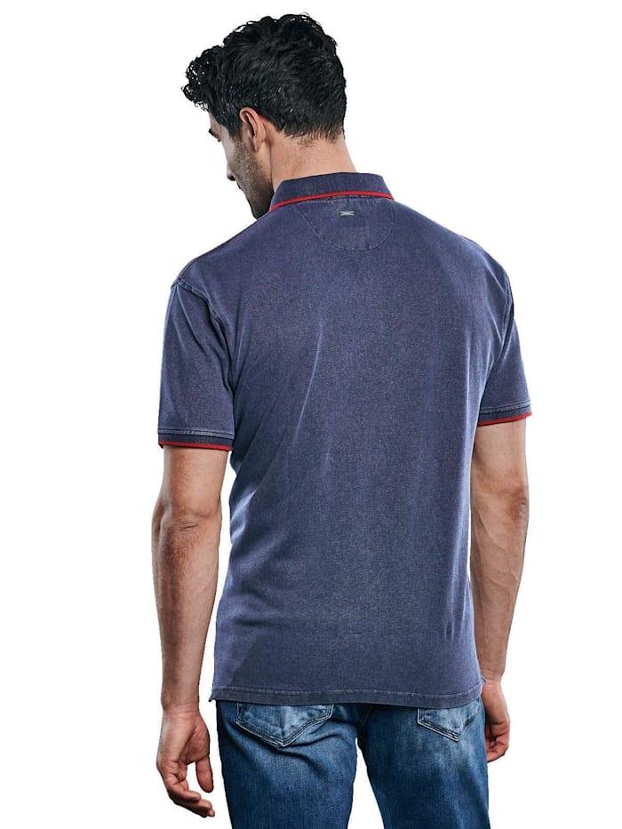 Polo-Shirt gefärbt