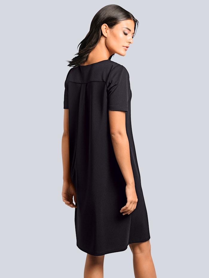 Jerseykleid mit Kontrastverarbeitung am Ausschnitt