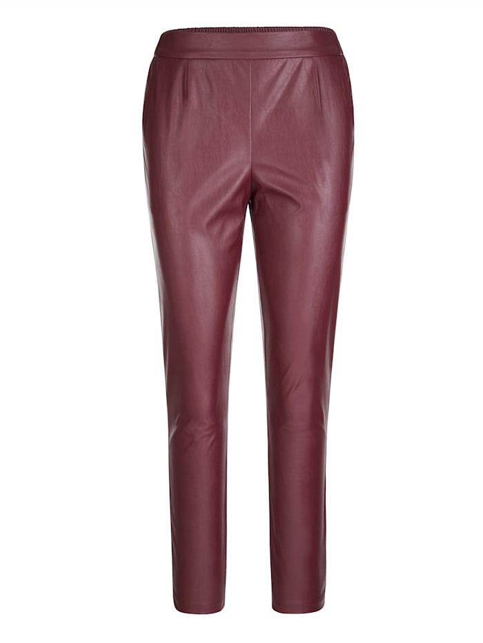 Pantalon 7/8 en similicuir de coupe confortable