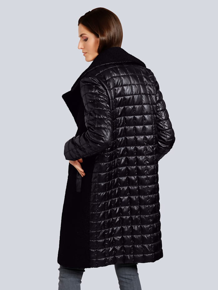 Mantel mit modischen Details