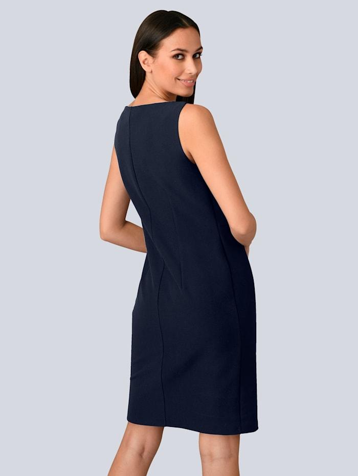 Kleid mit femininen Volants in Kontrastfarbe