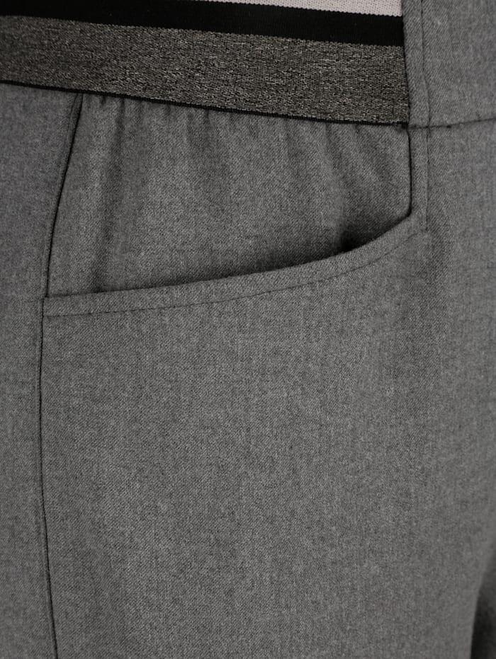 Hose mit seitlichem Streifenbesatz