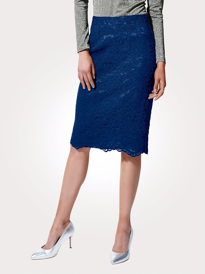 Lace pencil skirt with an elegant scalloped hem