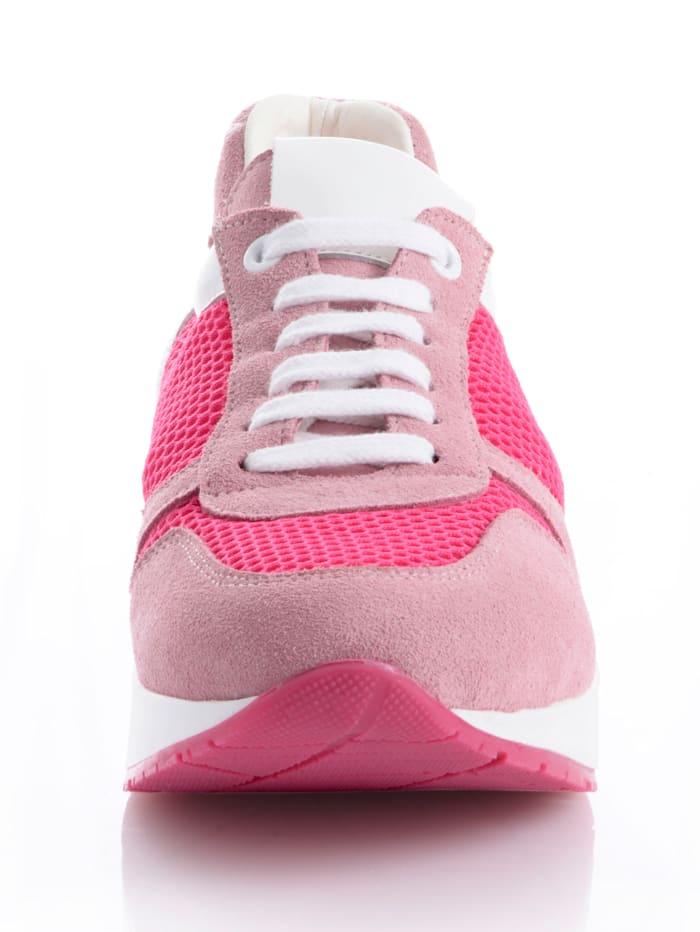 Sneaker in femininer Farbstellung