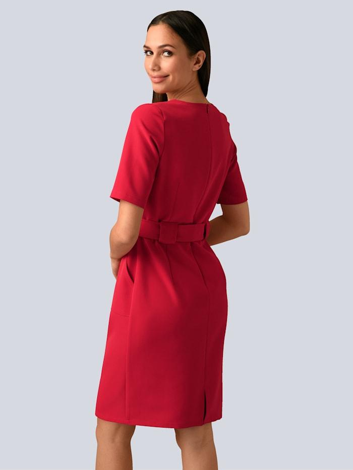 Kleid mit feinen Ton in Ton- Steppnähten