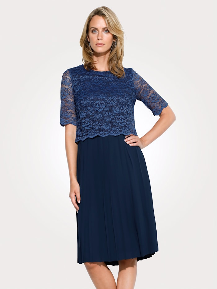 Dress with a lace bodice layer