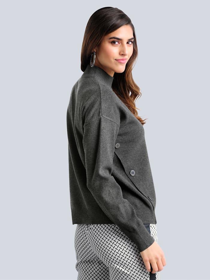 Pullover mit vorverlegten Seitenschlitzen