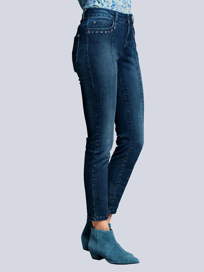 Džínsy s nitmi na vreckách