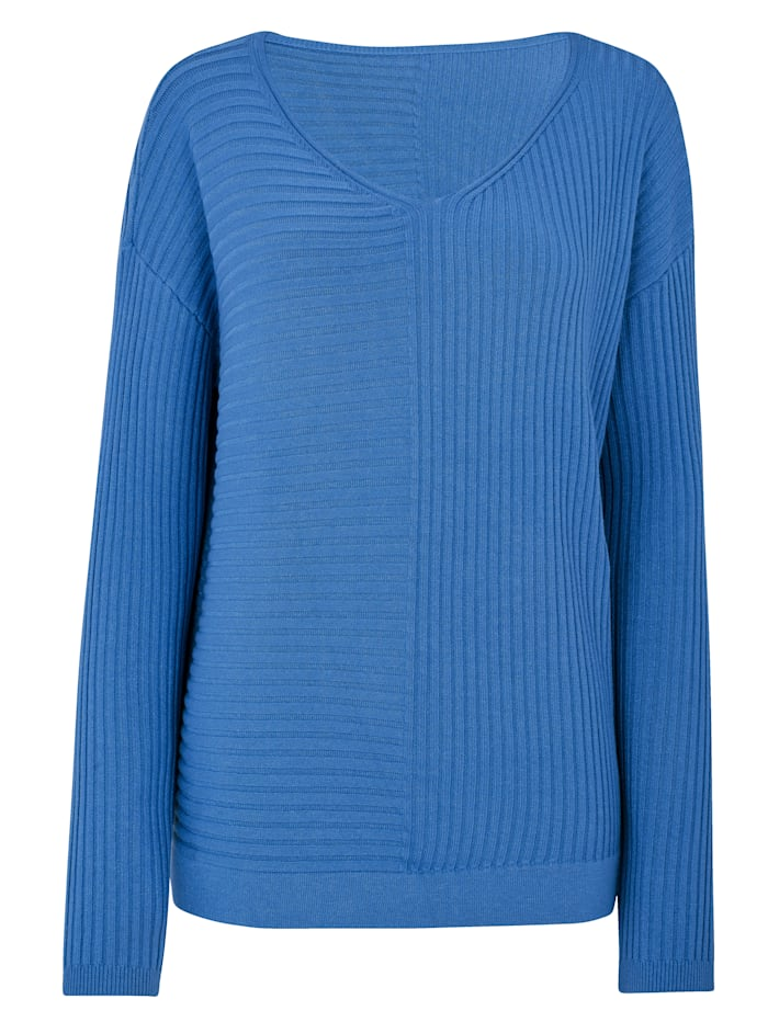 Knitted tunic with a flattering V-neck