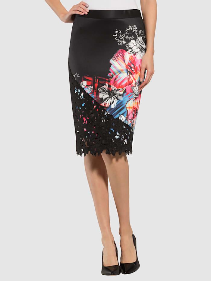 Kjol med färgglada blommor