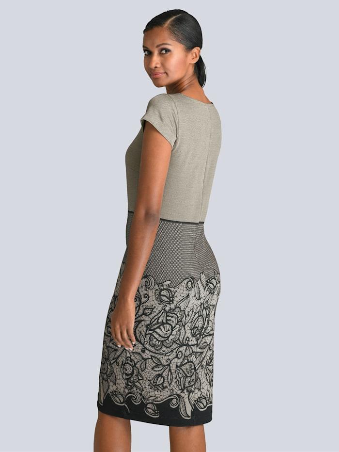 Kleid mit gestrickter Spitze