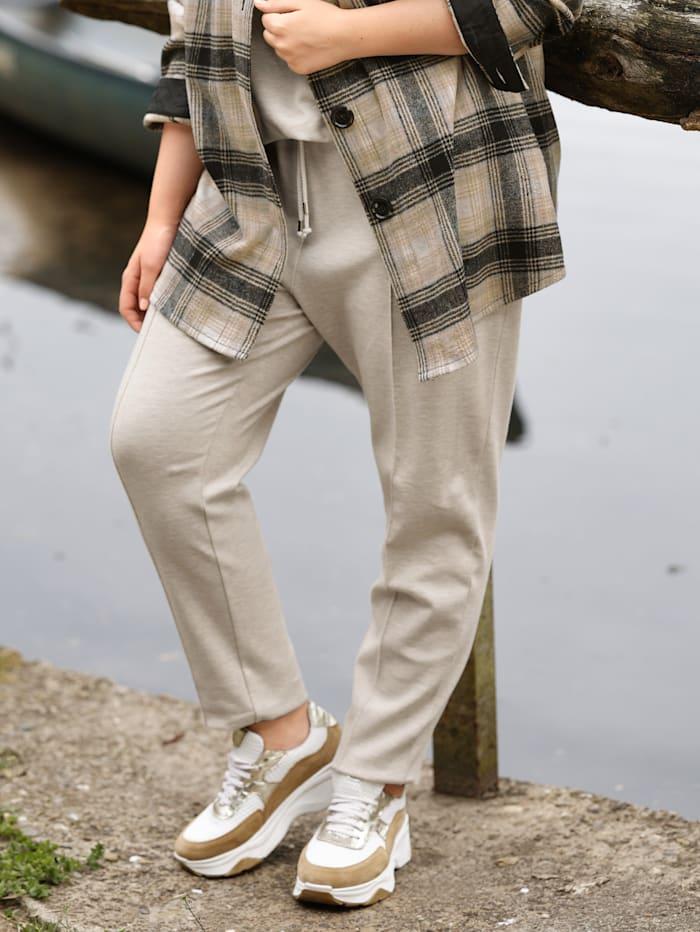 Sara Lindholm Jogpant in trendy enkellang model, Beige