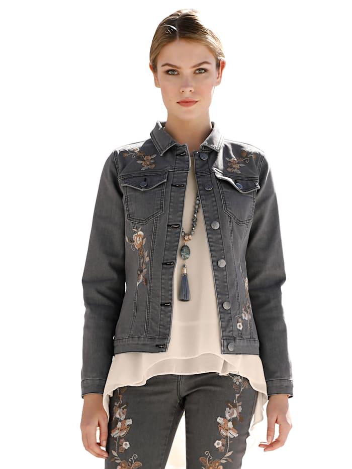 Jeansjacke mit Blütenstickereien im Vorderteil