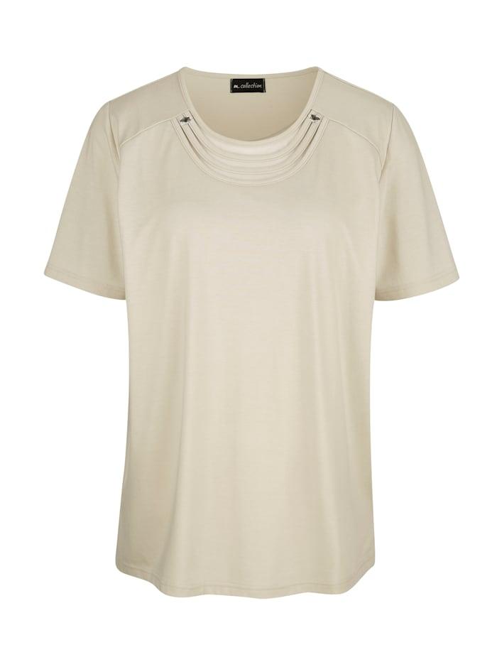 Tričko s hodnotným detailním vypracováním na výstřihu