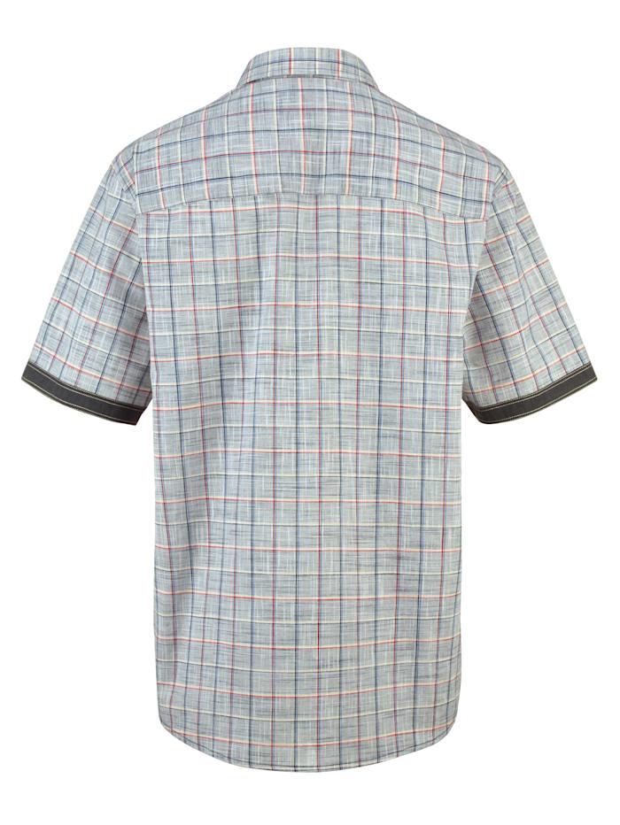 Skjorta i somrig linne-look