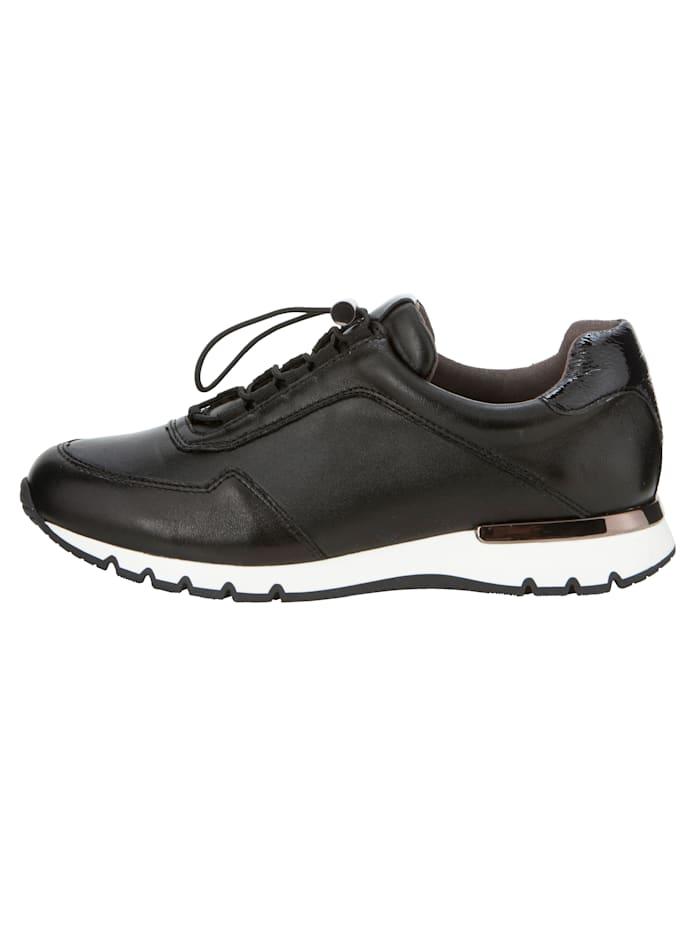 Sneakers dans une belle association de différents types de cuir