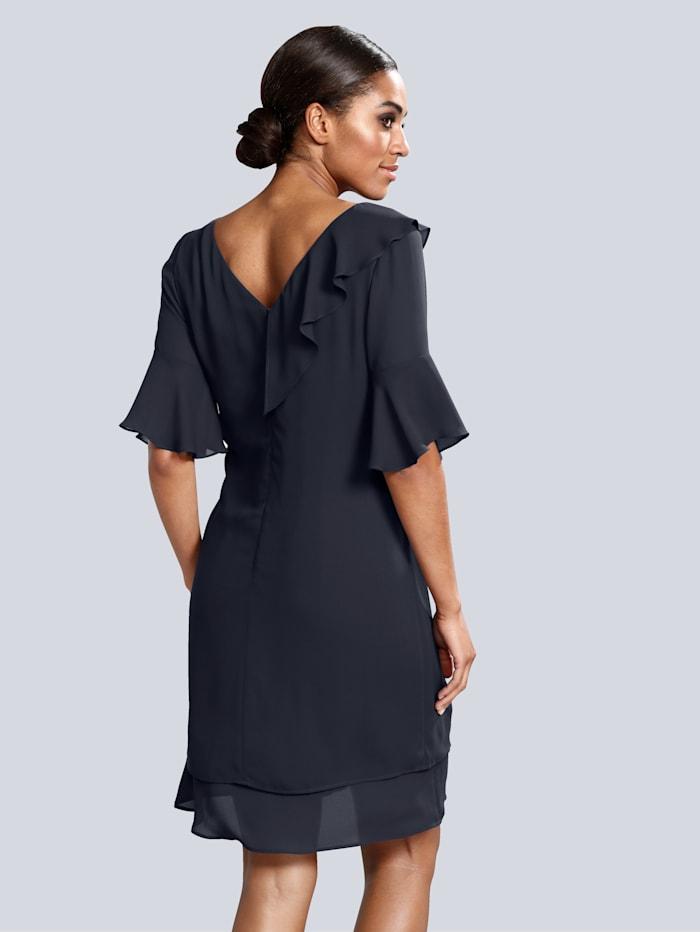 Kleid mit über der Schulter verlaufendem Rüschenvolant