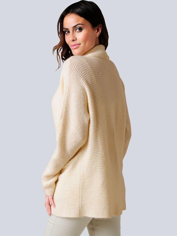 Pullover mit effektvoller tiefer Ausschnittlösung