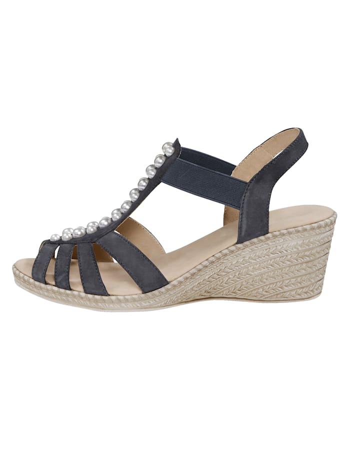 Sandaaltje met kraaltjesapplicatie