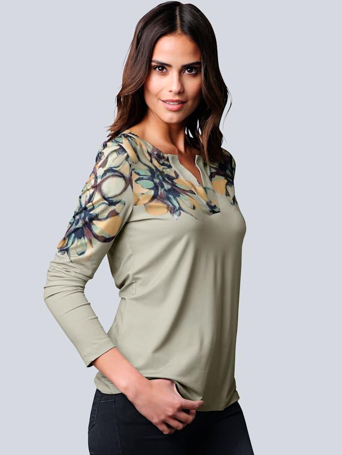 Shirt mit modischer Ausschnittlösung