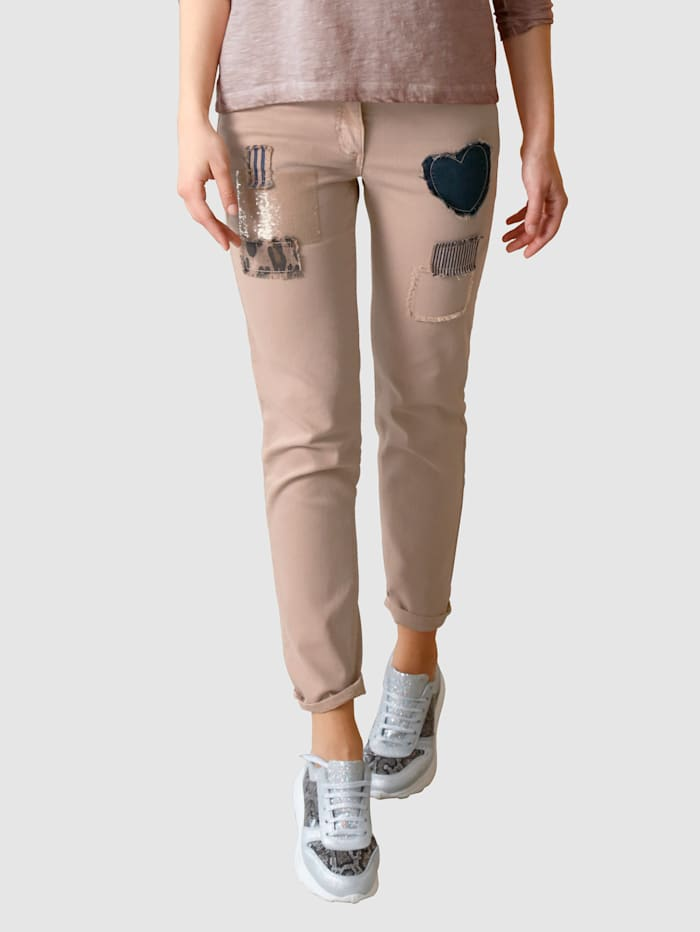 Jeans met opgestikte patches